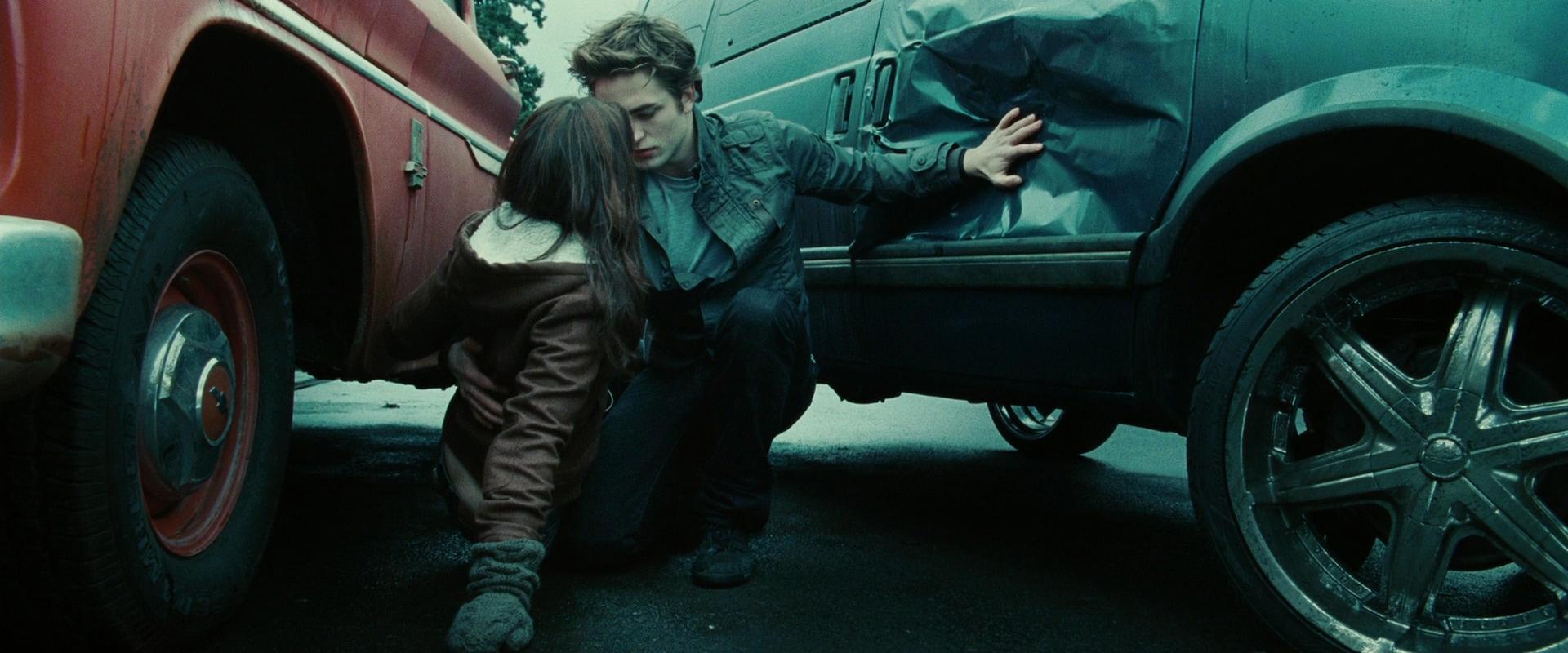 эдвард спасает беллу