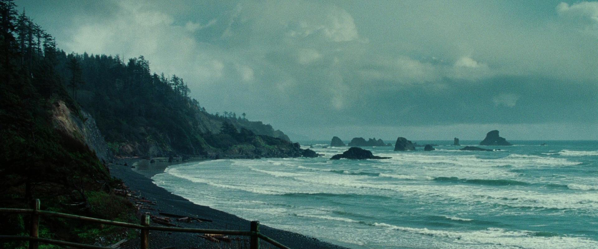 переплетение гор и моря в очаровании мрачности