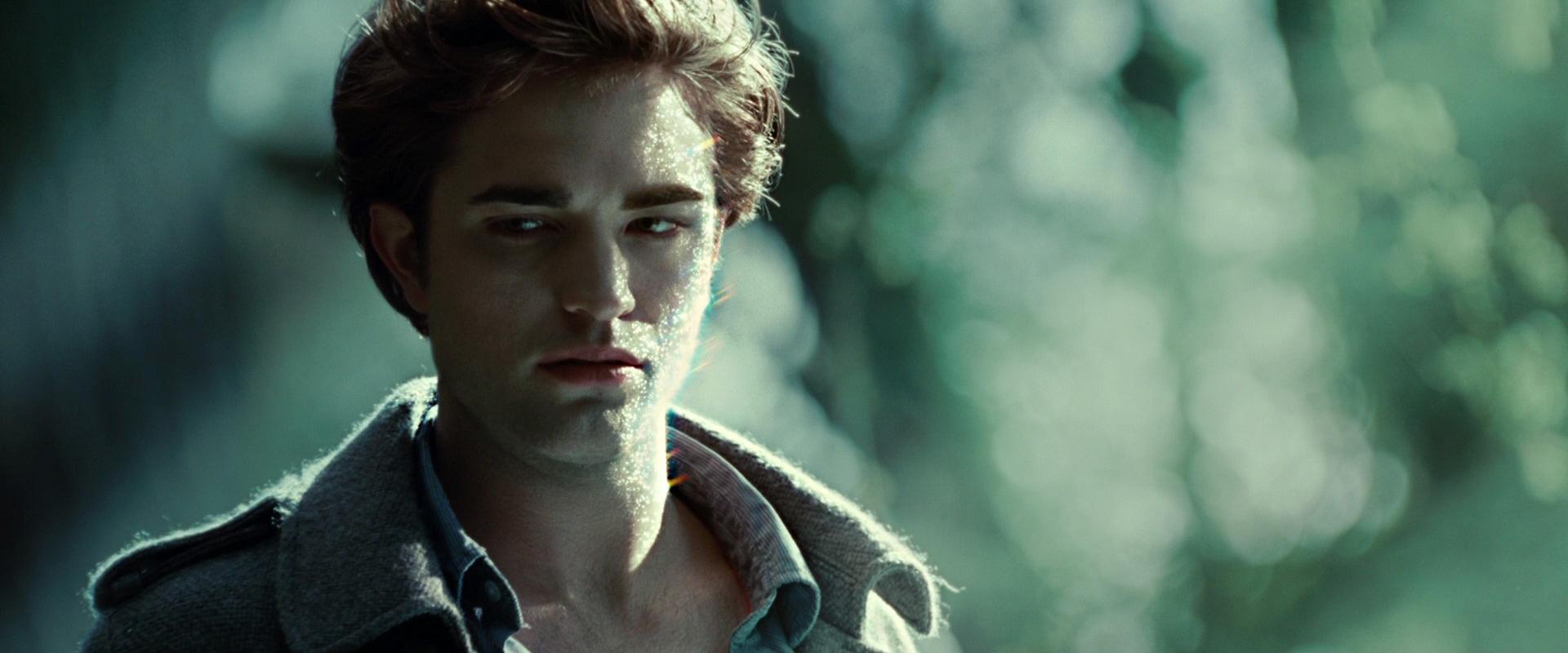 вампир Эдвард в лучах солнца