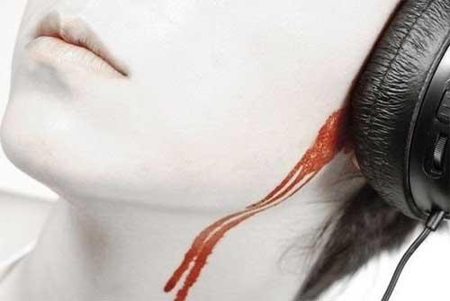 кровь из ушей