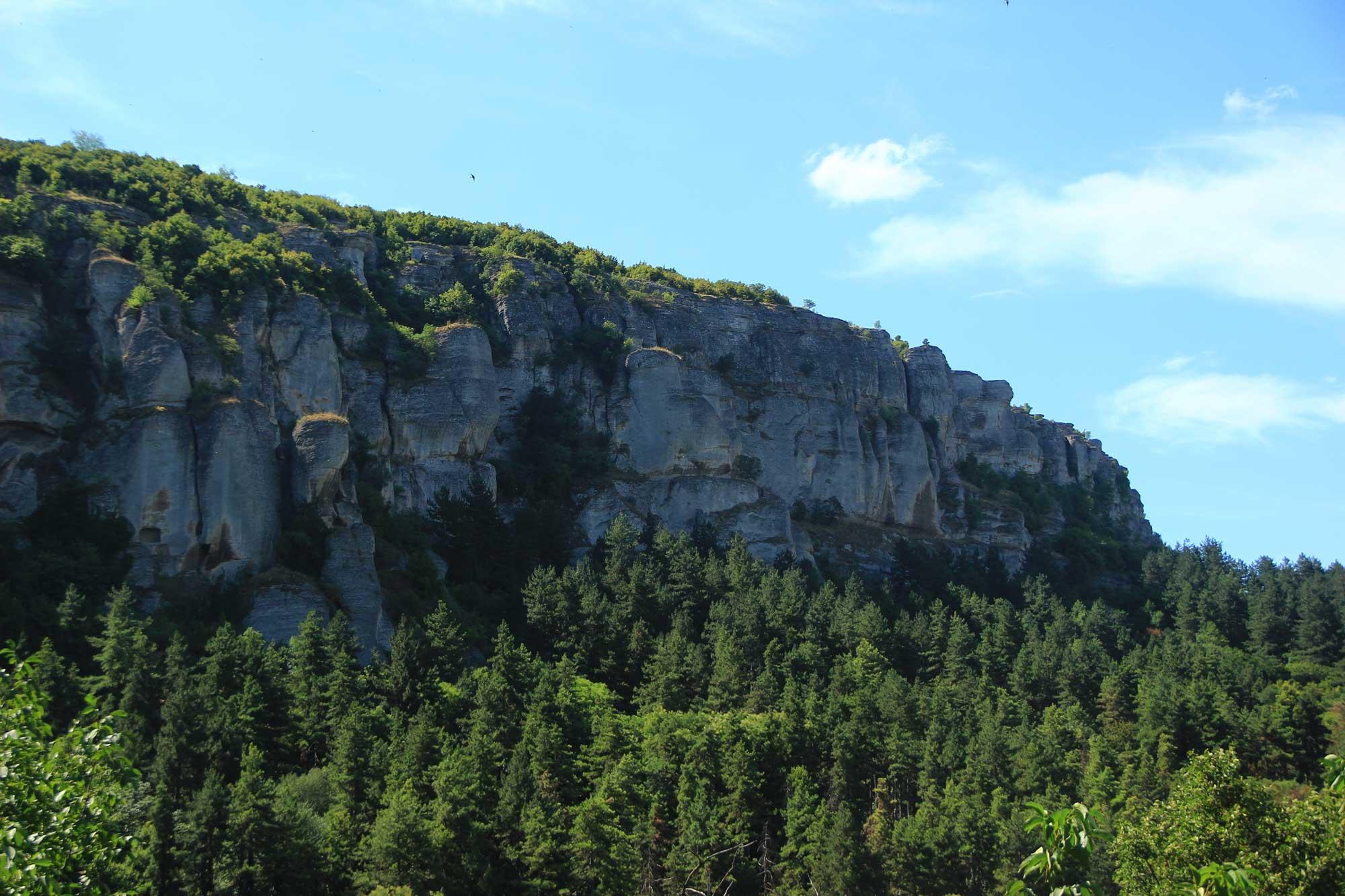 горные утёсы вид со стороны мадары