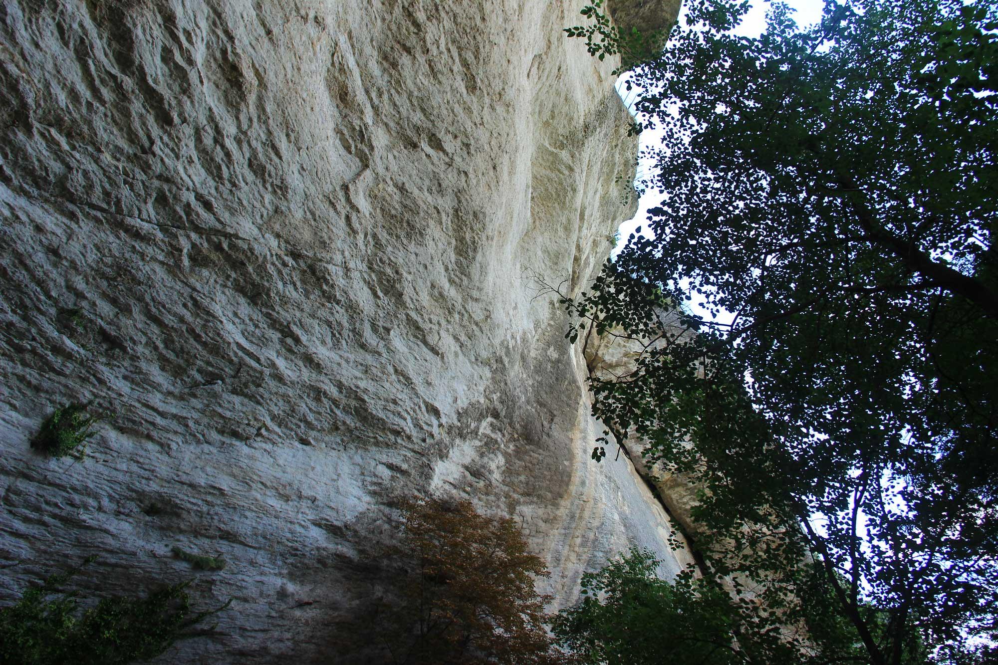 массивные и отвесные скалы