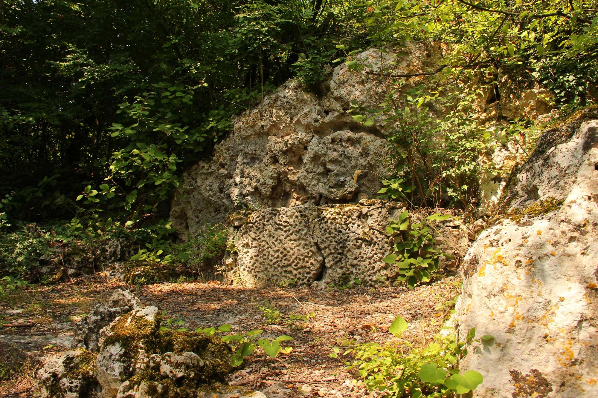необычная форма каменных наслоений