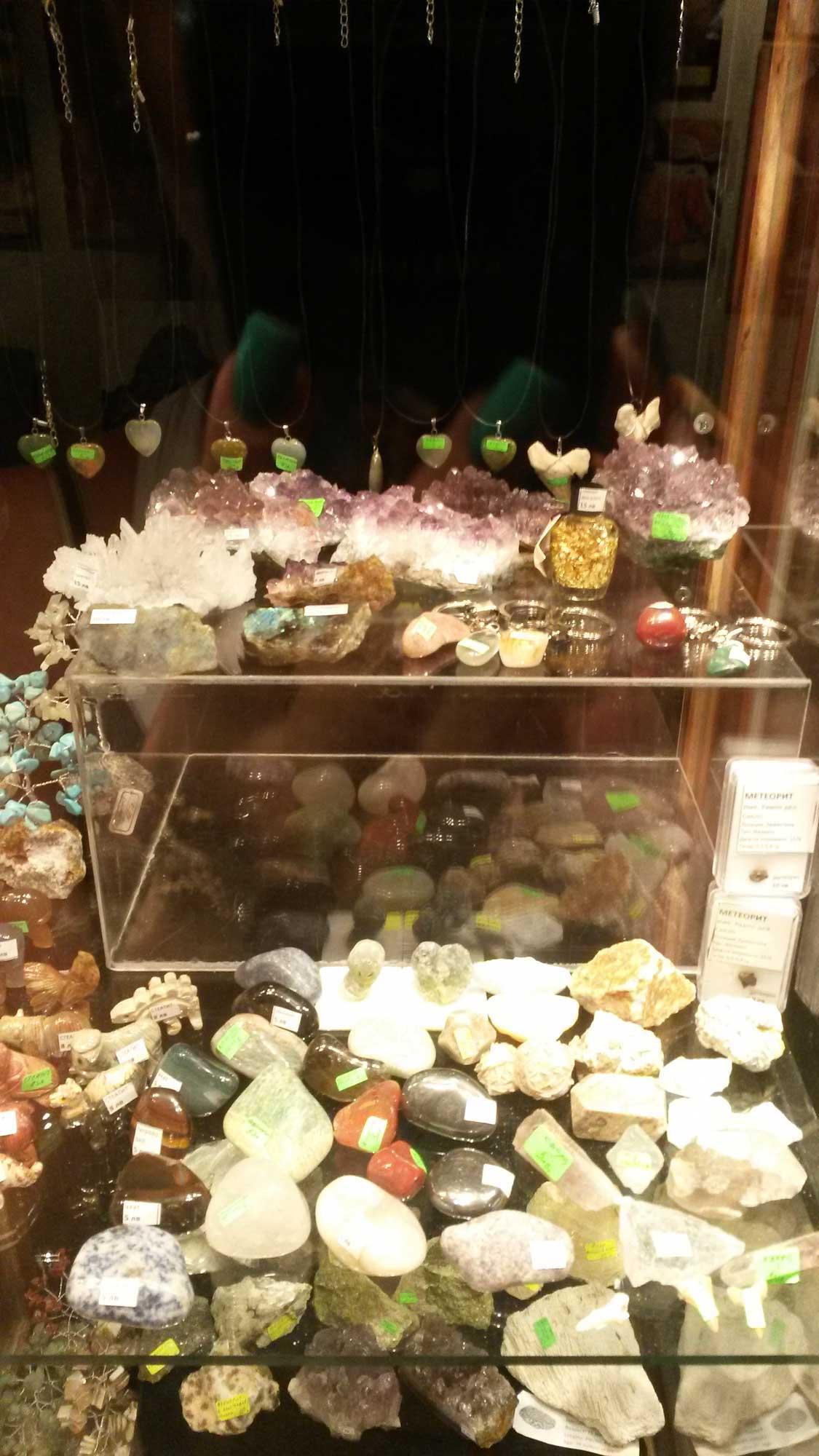 сувениры и драгоценные камни монастыря аладжа