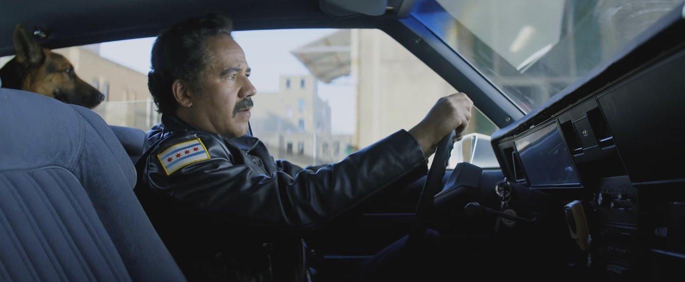 джон ортис в роли полицейского